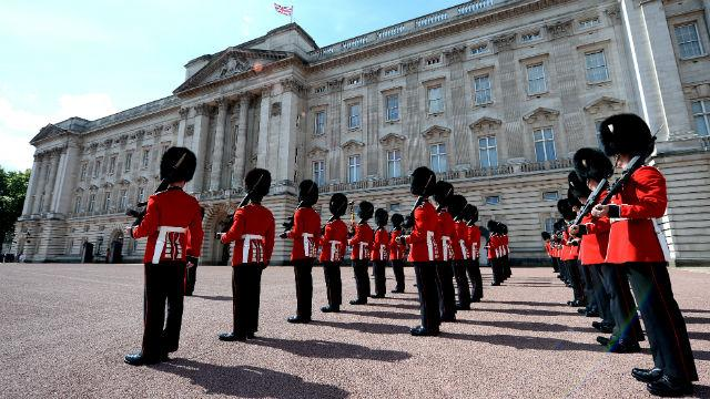 changing-the-guard_changing-the-guard-at-buckingham-palace_463f8d67704f63af74b5b825d086cce8